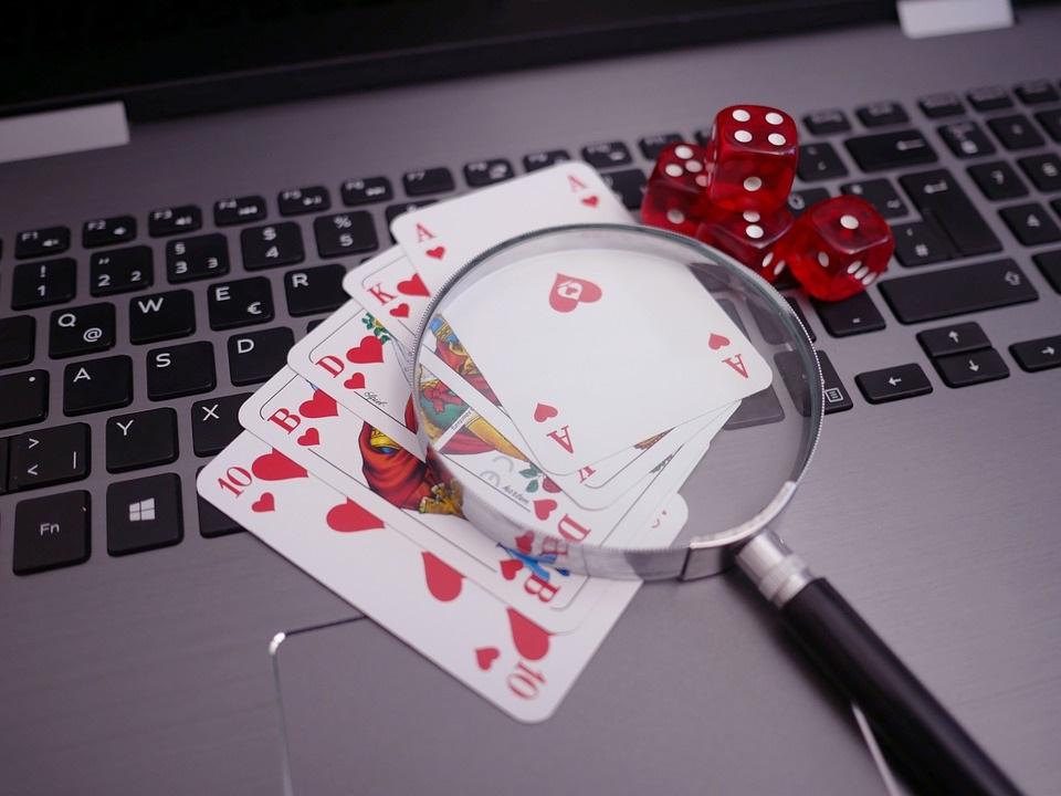 Las webs de tarot y casino, las que más crecen en visitas con el Covid